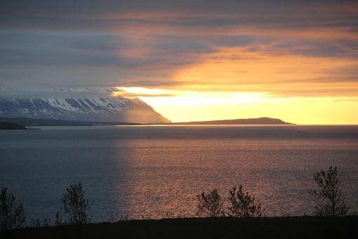 5-30-16 Akureyri midnight sunset (2)